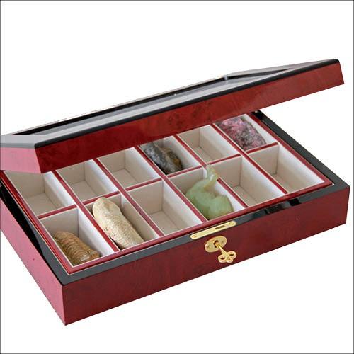 Cassetta in legno laccato per minerali